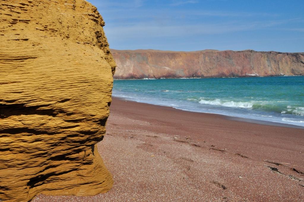 plage rouge de paracas
